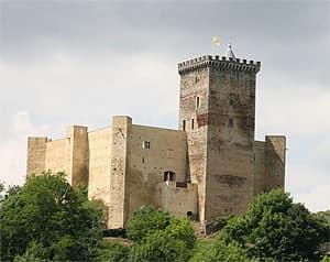 chateau de mauvezin pyrenes